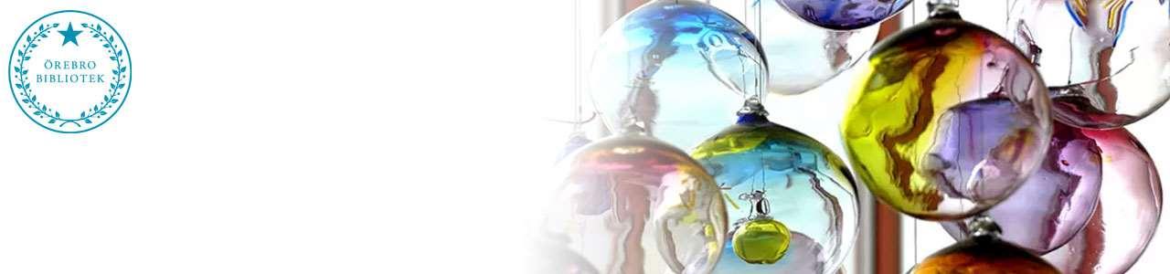 Konstverk uppbyggt av olikfärgade glaskulor